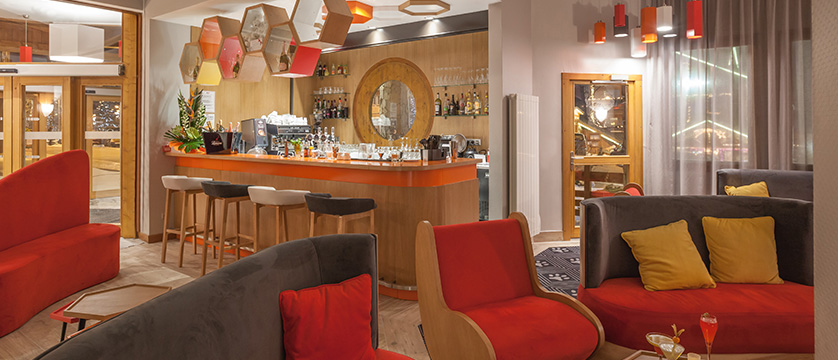 France_Alpe-dHuez_Hotel_le_royal_ours_blanc_bar_lounge2.jpg